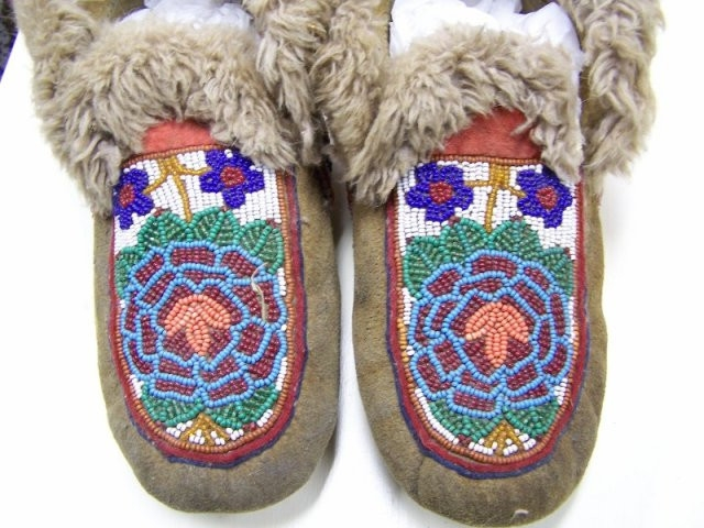 Cree Floral Moccasins
