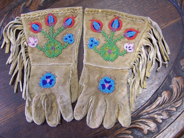 Dogrib Child Gauntlet Gloves