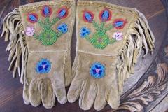 Dogrib Child Gauntlet Gloves