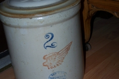 Primitive Redwing crock with lid